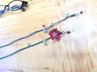 レース編みの眼鏡ストラップ (赤紫)の画像