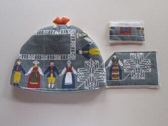 民族衣装カップルのお茶セットの画像