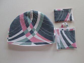 グレイとピンクの幾何学模様のお茶セットの画像