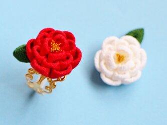 着物に♫ゴージャス☆正絹 椿のリング 葉っぱ付き 指輪 つまみ細工 和 浴衣 着物の画像