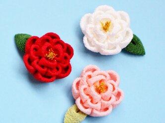 正絹 椿の耳飾り 葉っぱ付き ピアス イヤリング つまみ細工 和 浴衣 着物の画像