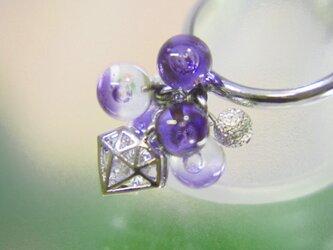 ダイヤのリング 紫の画像