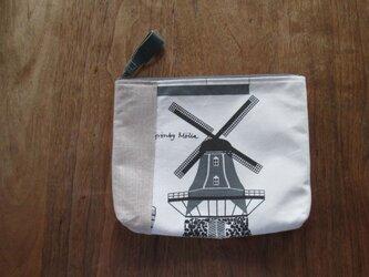 風車とお城のポーチの画像