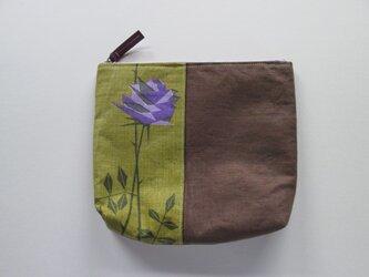 紫のバラのポーチの画像