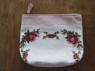 ピンクの花のポーチの画像