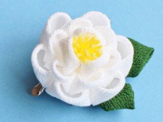 凛と✳︎椿の髪飾り葉っぱ付✳︎ 白 正絹 つまみ細工 かんざしの画像