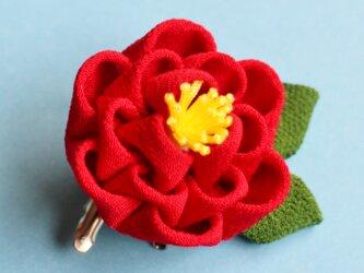 凛と✳︎椿の髪飾り葉っぱ付✳︎ 赤 正絹 つまみ細工 かんざしの画像