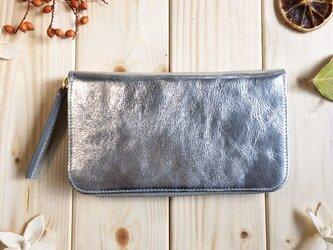 キラキラシリーズ《シワ加工メタリックミラーシルバー》ラウンド型長財布 の画像