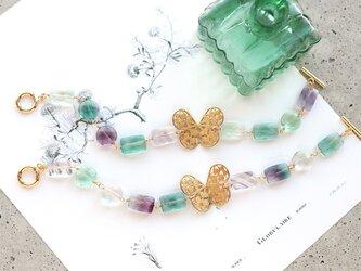 フローライトと蝶々のブレスレットの画像