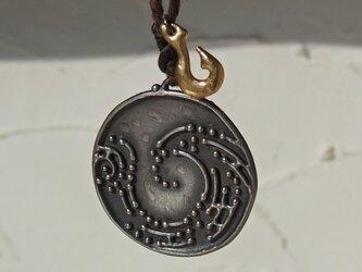 自然モチーフのペンダント Nature Coin Pendantの画像