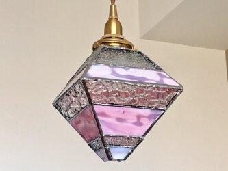 『ロマンティック ナイト』ピラミッド型ペンダント灯:ピンク~クリア byベイビューの画像