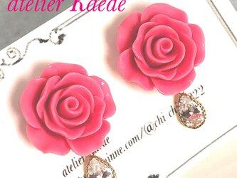 【一点物】バラのドロップビジューピアス 濃ピンクの画像