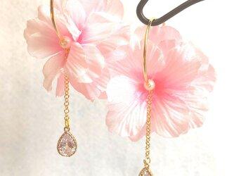 さくらのふわふわフープピアス ピンクの画像