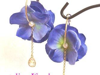 あじさいのふわふわフープピアス 青×ピンクの画像