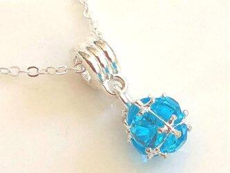 輝くスフィアのジルコニアネックレス ブルーの画像
