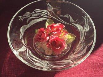 チューリップの花器〜手彫りガラス〜の画像