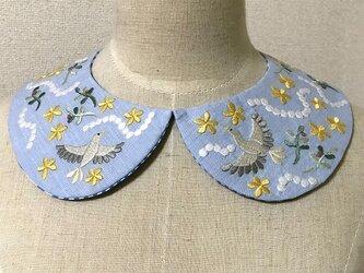 手刺繍つけ襟(小鳥)の画像