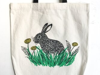 rabbit and dandelion tote w/short handleの画像
