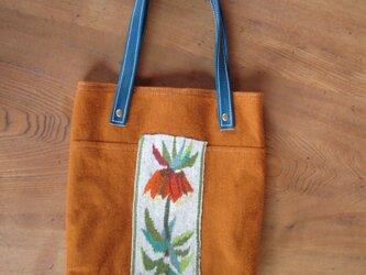 リリアの花のバッグの画像