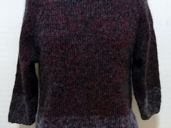 ラグランスリーブのセーターの画像