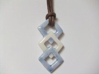 チョーカー 四角の幾何学模様の画像