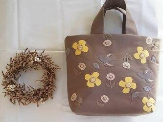 アップリケ刺繍のバッグの画像
