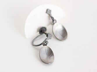 Oval vein イヤリング oxidized(燻銀)の画像