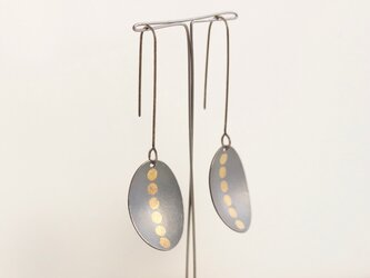 Oval 6gold dots earrings Oxidizedの画像