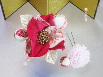 ひねり花 髪飾り 着物 卒業式 成人式 入学式 和装 赤系 和 ヘアコーム 振袖の画像