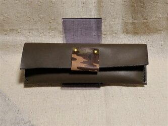 オリーブグリーンヌメ革と迷彩柄ペンケースの画像