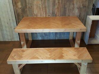 ヘリンボーン柄のテーブル・ベンチセット 【受注生産】の画像