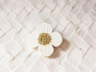 ブローチ【おはな】白の画像