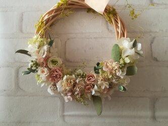 【送料無料】三色ローズのgarden wreathの画像