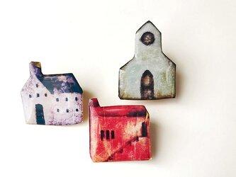 赤い家のブローチの画像