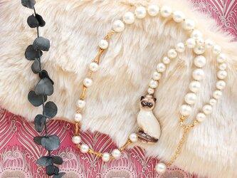 ヴィンテージ・シャム猫とコットンパールのネックレスの画像