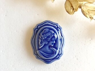 Cameo 青 : 陶器 : ブローチ/帯留の画像