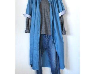 オーバーサイズのロングシャツワンピース / ブルーの画像