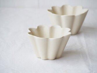 マカロンミルキーホワイト・花カップ-m-の画像