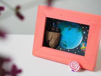 painted driftwood & pebble art クッキー工場とぺろぺろキャンディー号の画像