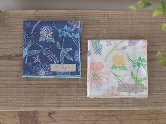 綿ダブルガーゼハンカチ(小)【in bloom/ネイビー】の画像