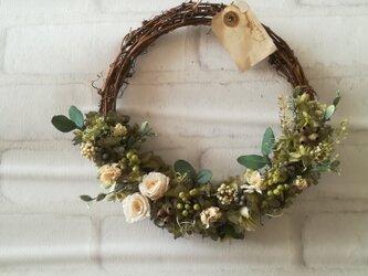 【送料無料】白バラのシックなgreen wreathの画像