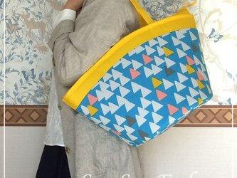 『送料無料』お家で洗えるバッグ【Lサイズ・ファスナー付き】カゴ型ショルダーバッグ △(さんかく)イエロー ポケットたくさんバッグの画像