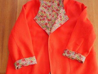 ブライトオレンジ/フラワーのリバーシブルスプリングコート【一点物・ノーカラー・リネンレーヨン/コットン】の画像