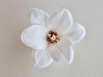 白百合の布花コサージュの画像