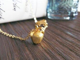 林檎とリーフのネックレスの画像