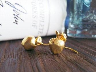 林檎のマットゴールドピアス&イヤリングの画像
