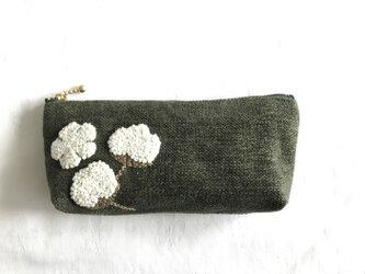 綿花刺繍のポーチ(オリーブグリーン)の画像