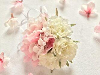 桜とローズのコサージュの画像
