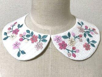 手刺繍つけ襟(桜)の画像