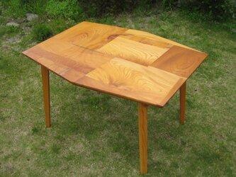 組木のテーブルの画像